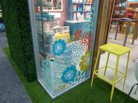honest-trade-show-booth-glass-corner