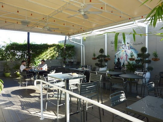 green-bar-kitchen-patio